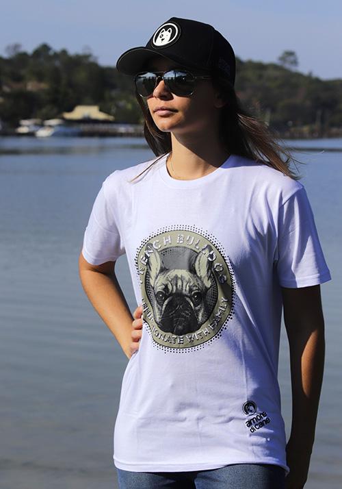 camiseta estampa cachorro bulldog branca