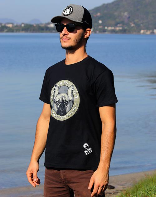 camiseta estampa cachorro bulldog preta