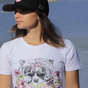 camiseta estampa cachorro flores