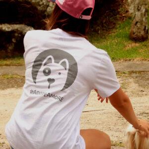 camiseta femininca branca estampa cachorro
