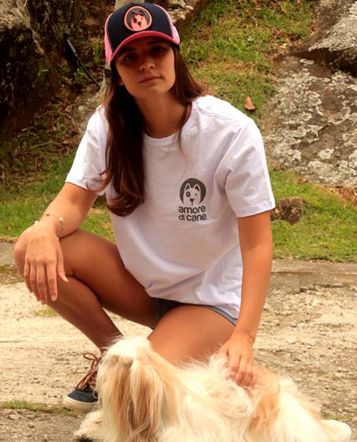 boné e camiseta cães